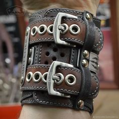 Arts And Crafts Kitchen ArtsAndCraftsList Refferal: 1308950945 CraftsForChildren Leather Bracers, Leather Cuffs, Leather Tooling, Leather Men, Leather Accessories, Leather Jewelry, Vintage Watches For Men, Leather Bags Handmade, Leather Projects