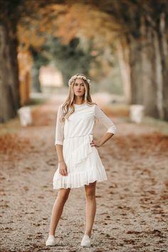 Er du til et enkelt look, men samtidig smart og trendy? Så er vores India kjole helt sikkert noget for dig. Det bløde chiffon stof er super lækkert og let at have på. Let, White Dress, Chiffon, India, Dresses, Fashion, Silk Fabric, Vestidos, Moda