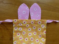 Easter Bunny Bags Tutorial - Just Jude Designs - Quilting, Patchwork & Sewing patterns and classes Easter Projects, Easter Crafts For Kids, Bunny Bags, Diy Ostern, Bunny Crafts, Craft Stick Crafts, Spring Crafts, Easter Bunny, Sewing Patterns