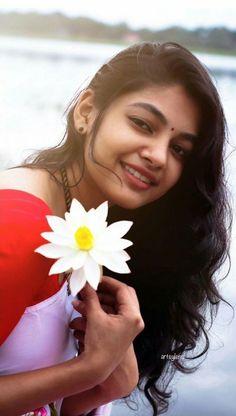 Cute Girl Poses, Girl Photo Poses, Girl Photos, Cute Girls, Beautiful Girl Indian, Most Beautiful Indian Actress, Beautiful Saree, Beauty Full Girl, Real Beauty