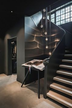 Villa in Hilversum, design and realization by architects and stylis . Home Decor Signs, Cheap Home Decor, Modern House Design, Home Design, Casa Loft, Black Interior Design, Home Building Design, Hippie Home Decor, Staircase Design
