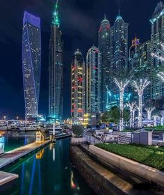 Dubai Marina turns into an exceptionally beautiful place at night.