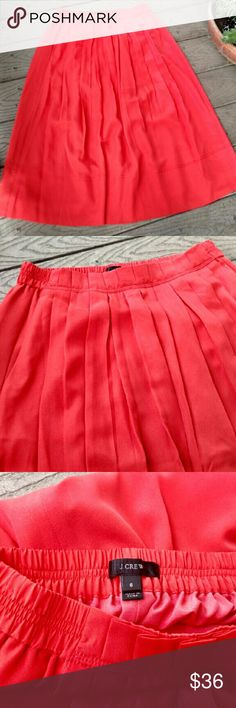 "J.Crew Orange Pleated Midi Skirt Sz 6 J.Crew Orange Pleated Midi Skirt. Features an elastic waist. Pleated front, side pockets and chic midi length.  Tag size 6 Waist 26 with Stretch Length 29""  Style C0776  MSRP $98 J. Crew Skirts Midi"