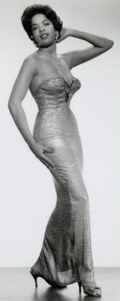 Diva Della Reese looks stunning in this glam shot..amazing!!