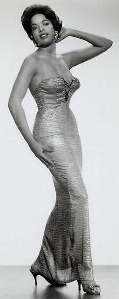 Diva Della Reese looks stunning in this glam shot..amazing!!