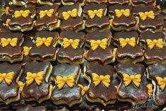 Jeden z oblíbených druhů vánočního cukroví je právě tento. Hlavně oblíbené jsou ty koláčky, které jsou polité čokoládou. Pokud je pouze popráším moučkovým cukrem, už jsou jiné. Tedy to tvrdí můj manžel :) Autor: Petra Christmas Sweets, Cake Cookies, Nutella, Sweet Tooth, Pudding, Cooking, Rum, Piece Of Cakes, Chocolate