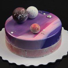 Ещё один космос торт для @vasilisa.volodina Торт был подарком от дочки-маме на день астролога Внутри экзотический торт! Нежнейшие бисквиты на марципане ,крем-брюле,желе с манго и мусс манго маракуйя ☀️☀️☀️ #космосторт #тортдляастролога