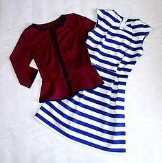 Vestido corto en scuba estampada y chaqueta con manga 3/4 en drill strech color vino tinto.
