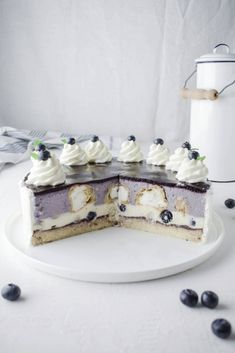 Heidelbeer Vanille Windbeutel Torte Recipe for delicious blueberry vanilla cream puff cake. Perfect for special occasions or as a Sunday cake. Creamy fruity cream cake with blueberries. Cream Puff Cakes, Cream Cake, Cupcakes, Torte Au Chocolat, Torte Recipe, Blueberry Recipes, Blueberry Cake, Vanilla Recipes, Best Pie