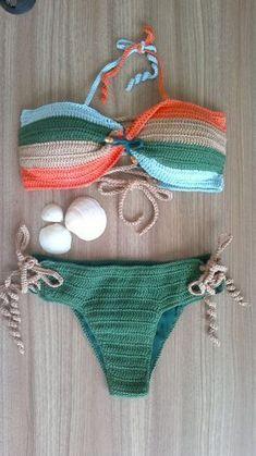 Biquíni de crochê Menina Dourada Pra vc arrasar neste verão! Biquíni de crochê confeccionado em linha 100% algodão. Parte de cim a com bojo em quatro cores. Parte de baixo forrada. Tamanho P/M/G Aceitamos encomendas em outras cores