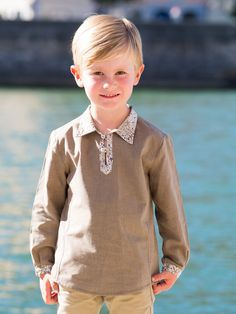 Top William en 5 ans en chambray terre disponible sur www.madamemaman.fr Chambray, Couture, Madame, Jeans, Boys, Baby Born, Boss, Children, Baby Boys