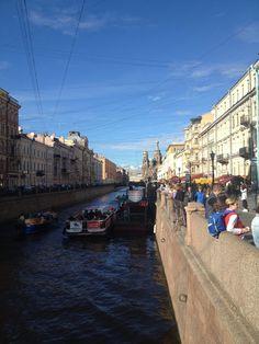 São Petersburgo: o que fazer na cidade mais bonita na Rússia San Petersburg, Street View, Random, Most Beautiful Cities, Exploring, Scouts, Traveling, Places, Casual