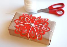 DIY snowflake on Christmas gift - so pretty!