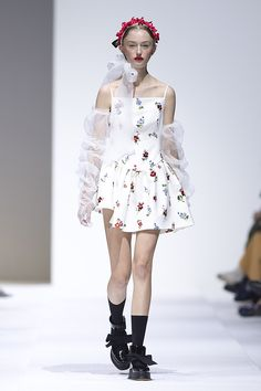 The Designers to Watch and the Trends To Know From Shanghai Fashion Week Live Fashion, Fashion Show, Fashion Design, Stage Outfits, Modern Outfits, Aesthetic Clothes, Runway Fashion, Ready To Wear, Fashion Photography