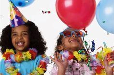 Di cumpleaños feliz en griego, una de las felicitaciones de cumpleaños internacionales más entretenidas y graciosas.