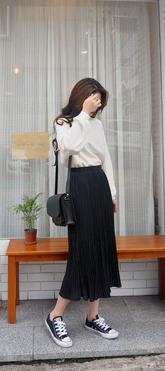 Preppy chic OOTD with Daily About pleated skirt and vintage top!