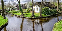 There is a Magical Little Town in Holland Where the Streets Are Made of Water. Giethoorn Holland - Town Made of Canals Oh The Places You'll Go, Places To Travel, Places To Visit, Day Trips From Amsterdam, Destinations, Parc National, Vacation Spots, Travel Inspiration, Beautiful Places