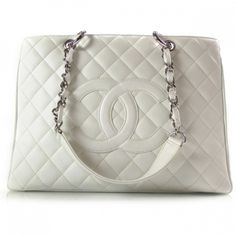 Chanel white bag!! OMG I WANT IT!!