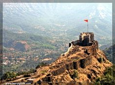 A large castle placed in the Satara district of Maharashtra, the Pratapgad Fort is a very important site as the legendary Battle of Pratapgad was fought here. Now a popular vacationer destination, the Pratapgad Fort is placed 22 km from Mahabaleshwar at 1,080 meters above sea level. Built at such a location, the fort oversees the roads connecting the villages of Par and Kinesvar.