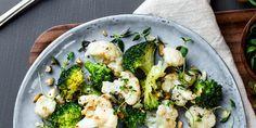Ovnsbaking er en enkel tilberedningsmåte som gjerne forbindes med rotgrønnsaker. Sannheten er at de aller flest grønnsaker kan benyttes, også blomkål og brokkoli. Frisk, Vegetables, Food, Essen, Vegetable Recipes, Meals, Yemek, Veggies, Eten
