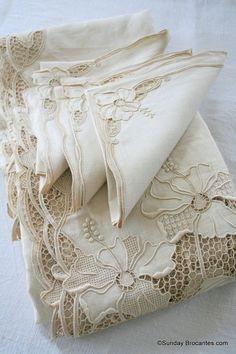 Cutwork, crochet on beautiful linens Antique Lace, Vintage Lace, Decoration Shabby, Shabby Chic, Textiles, Linens And Lace, Fine Linens, Hand Embroidery, Cut Work Embroidery