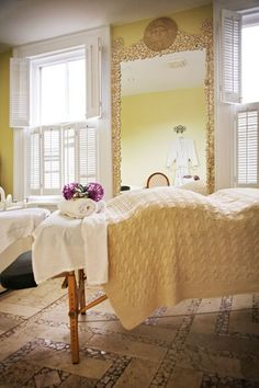 A peaceful massage room. This is so pretty! I hope to one day have a room for that in my own house