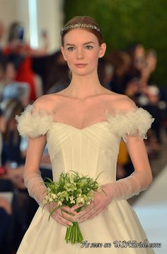 Off-the-Shoulder Gowns Dominate the 2015 Wedding Runways - See more at: http://weddings.usabride.com/bridal-trends/shoulder-gowns-dominate-2015-wedding-runways/