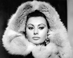 The Italian actress Sophia Loren posing with a fur hood. She is in Cinecitta trying on costumes for the film The Fall of the Roman Empire. Rome, December 1962 Get premium, high resolution news photos at Getty Images Sophia Loren Images, Empire Romain, Image 30, Lana Turner, Italian Actress, Star Wars, Winter Beauty, Laura Lee, Classic Beauty