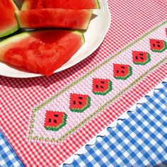 Photo Tutorial and pattern: chicken scratch watermelon embroidery. Watermelon Chicken, Watermelon Crafts, Chicken Scratch Patterns, Chicken Scratch Embroidery, Hand Embroidery Designs, Embroidery Patterns, Cross Stitch Patterns, Diy Sewing Projects, Diy Arts And Crafts