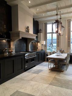 French style kitchen interior with gorgeous black cabinets Kitchen Inspirations, Kitchen Cabinet Makeover White, Trendy Kitchen Tile, Carrara Marble Floor, Kitchen Interior, Marble Floor, Marble Tile Floor, Kitchen Marble, Rustic Kitchen