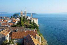Bellos campanarios románicos en Rab. Islas de Croacia.