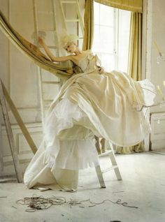 Stella Tennant in 'Lady Grey' Photographer: Tim Walker Dress: Givenchy Haute Couture S/S 2006 Vogue Italia March 2010 Image Fashion, Foto Fashion, Fashion Art, Editorial Fashion, Summer Editorial, Fashion Pics, Fashion Books, Fashion Shoot, Style Fashion