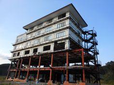 ≪Present Tree in 宮古≫ 被災地視察_20121007「震災遺構」として保存の決まった「たろう観光ホテル」です。保全工事が行われ2015年には一般公開される予定です。