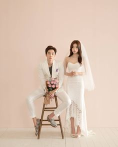 """Elegant and All Natural 37 Korean Wedding Photos to Make Marriage Plans Next Summer - """"Will the bride& flower be with the groom? Pre Wedding Photoshoot, Wedding Poses, Wedding Portraits, Wedding Dresses, Korean Couple Photoshoot, Wedding Hair, Marriage Images, Korean Wedding Photography, Fashion Photography"""