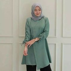 - Baju Muslim / Baju Muslim jaman now Casual Hijab Outfit, Blouse Models, Mode Hijab, Hijab Fashion, Dress Patterns, Tunic Tops, Womens Fashion, How To Wear, Muslim