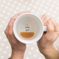 Me encanta: taza con mensaje secreto :) por TheLetterLoftUK