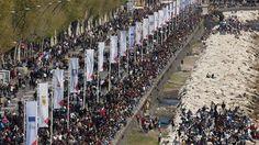 Folla oceanica . grande partecipazione nel giorno di Pasquetta . Grazie anche alla bella giornata di sole