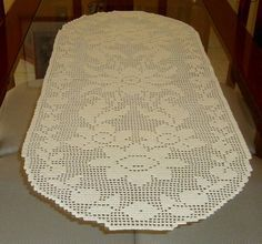 Caminho de mesa em crochet filet confeccionado com linha Cléa cor 111 (creme) R$ 120,00