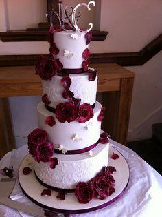 4 tier wedding cake Cream Wedding Cakes, 4 Tier Wedding Cake, Luxury Wedding Cake, Wedding Cakes With Cupcakes, Beautiful Wedding Cakes, Wedding Cake Toppers, Beautiful Cakes, Beauty And The Beast Wedding Cake, Stunningly Beautiful