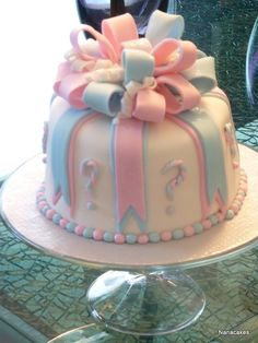 baby shower cake....good idea for gender reveal-cake filling blue or pink