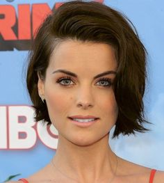 View yourself with Jaimie Alexander hairstyles and hair colors. View styling steps and see which Jaimie Alexander hairstyles suit you best. Jaimie Alexander, Jamie Alexander Hair, Casual Hairstyles, Celebrity Hairstyles, Bob Hairstyles, Hairstyle Short, Layered Hairstyles, Medium Hairstyles, Short Brunette Hairstyles
