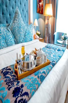 Offering air conditioned rooms overlooking the Dubai Marina, this hotel is located a walk from Jumeirah Beach.