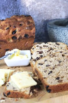 Lincolnshire Plum Bread - Tea Bread with Dried Fruit | Chez Le Rêve Français No Yeast Bread, Biscuit Bread, Bread Baking, Fruit Bread, Banana Bread, Tea Loaf, French Food, Dried Fruit, Quick Bread