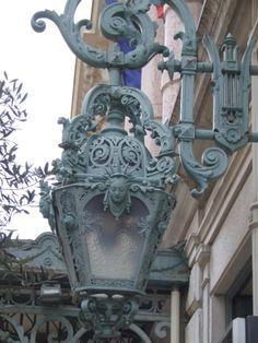 lilyadoreparis:  Lampadaires à Paris. Street light, Paris