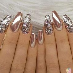 24 Stunning Glitter Nail Art Designs That You Will Love to Try; Nails 24 Stunning Glitter Nail Art Designs That You Will Love to Try Rose Gold Metallic Nails, Glitter Nail Art, Glitter Eyeshadow, Gold Chrome Nails, Gold Manicure, Coffin Nails Glitter, Glitter Toms, Silver Glitter Nails, Glitter Paint