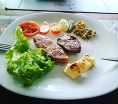 Almoço: Bife porco queijo e salada  #porco #cheese #salad #paleo #paleodiet #paleofood #paleolife #paleobrasil #eatclean #eatright #realfood #wholelife #wholechallenge #wholefood #lowcarb #primal Day 1 of #whole30 #whole30tham2 by thamsousa