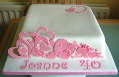 Torta quadrata con cuori rosa
