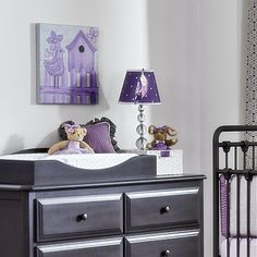 Love this lavender nursery wall decor from @judithrayeart in a purple nursery!