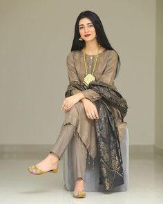Beautiful Pakistani Dresses, Pakistani Formal Dresses, Nikkah Dress, Pakistani Dress Design, Pakistani Outfits, Pakistani Clothing, Fancy Dress Design, Stylish Dress Designs, Designs For Dresses