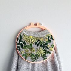 Amanda // Brynn&CoさんはInstagramを利用しています:「Ummm this!! 🙌🏻🌿👌🏻Magic right?! I'm obsessed with all these greens and of course the beautiful stitches! @embroideredart beautiful work 💕I'm…」
